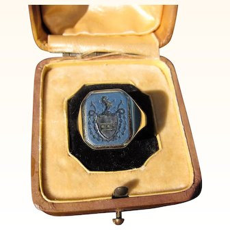 "Antique Victorian  15 kt. Gold "" Coat of Arms "" Ring     C.1900"