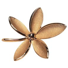 Vintage Crown Trifari Gold Tone Flower Pin