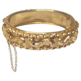 Vintage Unsigned Whiting And Davis High Relief Gold Tone Hinged Bracelet
