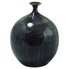 Excellent High Gloss Ceramic Vase w/Narrow Neck