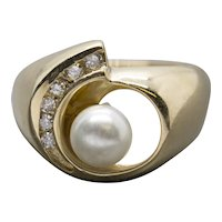 Modern Akoya Pearl and 0.10ctw Diamond 14k Yellow Gold Cocktail Ring Size 7