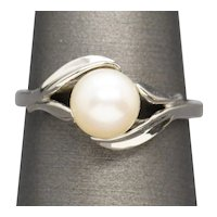 Vintage 7mm Akoya Pearl and Leaf Detail Solitaire Ring in 14k White Gold
