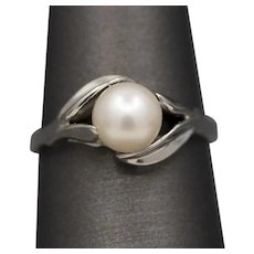 Vintage Pearl Solitaire Ring with Leaf Prongs in 14k White Gold