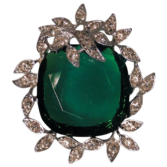 Sarah Coventry Holiday Ice brooch with glass Emerald colored glass and rhinestones, excellent