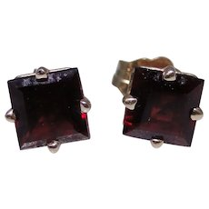 Vintage square faceted Garnet earrings, 14kt gold