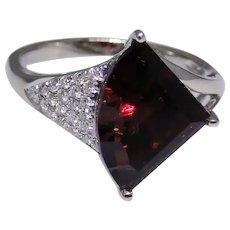 Unusual Garnet diamond ring, 14kt white gold