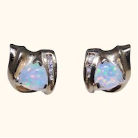 High quality Opal, diamond earrings, 14kt yellow gold