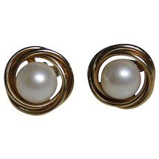 14kt gold and Pearl earrings, lovely traditional look, excellent vintage