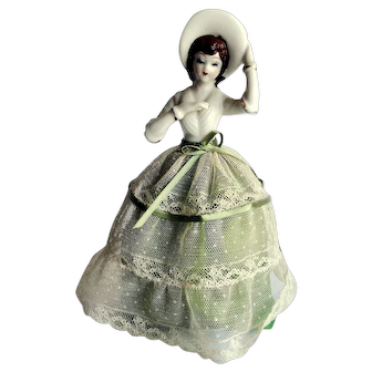 Vintage figurine, southern belle style, overall excellent condition