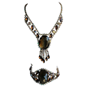 Amazing ornate fashion jewelry set, necklace and bracelet, excellent condition