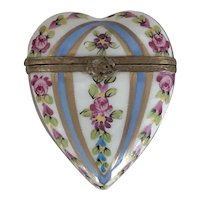 Beautiful Vintage Hand Painted French Limoges Porcelain Floral Heart Trinket Box