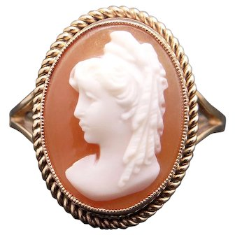 Beautiful Vintage 9k Yellow Gold Carved Shell Cameo Ring Size 7.5