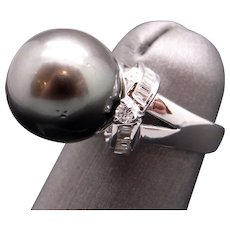 Outstanding 18k White Gold 12mm Tahitian Gray Cultured Pearl Diamond Cluster Halo Ribbon Ring Size 4.75