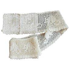 Vintage Hand Crochet Trim Figural Lace