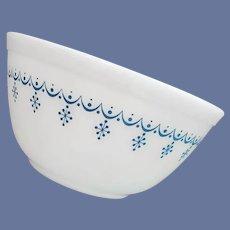 1960s Pyrex Bowl Snowflake Blue 1-1/2 Quarts