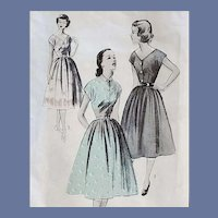 Early 1950s Sewing Pattern Dress with Border Prints Bust 31