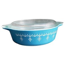 Pyrex Covered Bowl Blue Snowflake Garland