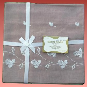 1960s Luncheon or Tea or Bridge Tablecloth with Napkins MIP 5 Piece Set
