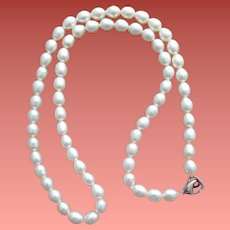 Luminescent Pearls Single Elegant Strand