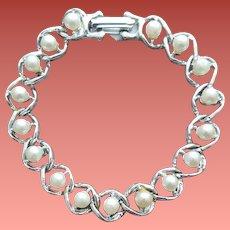 1960s Faux Pearl Bracelet Lightweight Size 7 Small