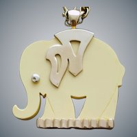 Wonderful Vintage Lucite Elephant Necklace 1960s