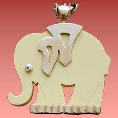 Wonderful Vintage Lucite Elephant Necklace 1960s