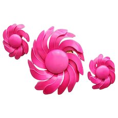 1960s Swirling Pinwheel Brooch and Earrings Bright Bold Pink Flower Power