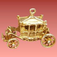 9K Yellow Gold Charm Royal Coronation Carriage Coach Moving Wheels 3.6 Grams