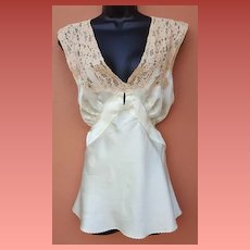 1930s Mint Green Silk Pajama / Lounge Top with Lots 'O Lace Lingerie Medium to Large