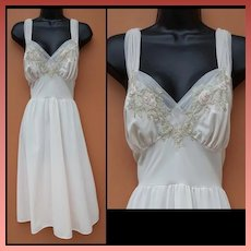 1950s Nightgown Lace and Grecian Gathers Size Small