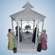 Beautiful Stunning Doll House GardenGazebo with Dolls, Extra's and Furniture