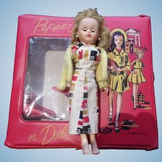 Great Vintage Pepper and Dodi Doll Case with Vintage Doll