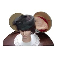 Great Vintage Hat Box from Boston that comes with 3 Vintage Ladies Hats