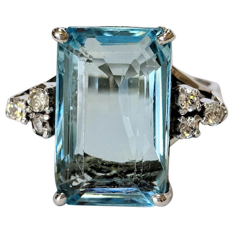 12kt Aquamarine and Diamond Ring