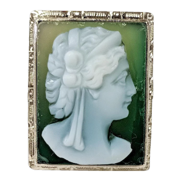 18kt Green Onyx Cameo Ring