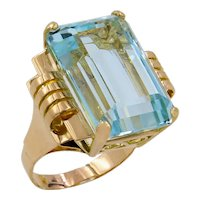 18 Karat Yellow Gold Retro Aquamarine Ring
