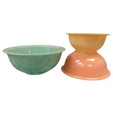 Pyrex Corning Nesting Mixing Bowl Set,