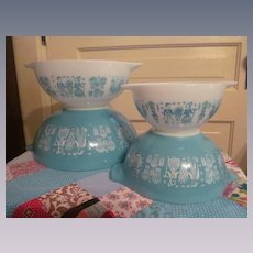 Pyrex Turquoise Amish Butterprint Cinderella Mixing Bowl Set