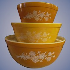 Pyrex Butterfly Gold II 3pc Nesting Mixing Bowl Set