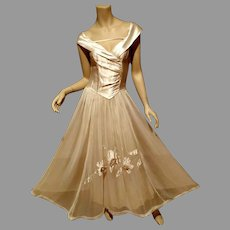 Ball Room Circa-1945  Beautime Formal Organza crepe  Gown Metal side zip Sous Tache 3D Flowers