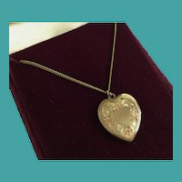 """Vintage Tricolor Gold-filled Heart Pendant with 18"""" Chain ~ Display Two Pictures"""