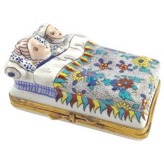 Antique French Chantilly Bonbonniere or Snuff Box