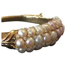 Vintage Art Deco Pearl Bracelet 28 white pink cultured freshwater pearls 1.0cttw diamonds 37 grams 18k yellow gold bangle