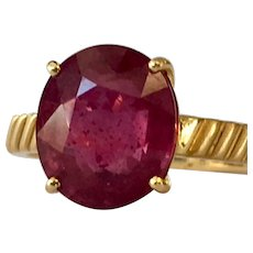 Vintage Ruby Engagement Ring with 5.0 Carat Natural Ruby in 18k yellow gold late Art Deco setting