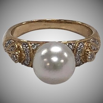 Cultured Pearl and Diamond Ring in 18K Yellow Gold