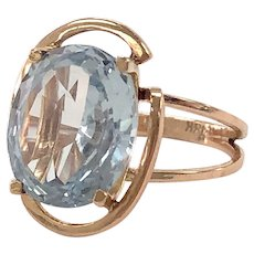 Vintage Oval Aquamarine and 18K Yellow Gold Ring