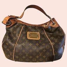 Used ladies Louis Vuitton bag.