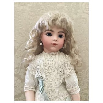 Lovely Vintage Pale Blonde Mohair Doll Wig Size 10-11