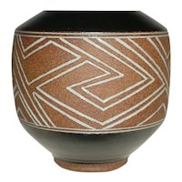 Outstanding Original Signed Mark Blumenfeld Modern Studio Art Pottery Vase that Displays an Incised abstract Linear Geometric Line Design with a White and Black Glaze Laguna Beach Southern California Design Ceramics!