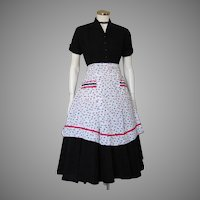 Vintage 1950s Novelty Print Apron in White Black and Red
